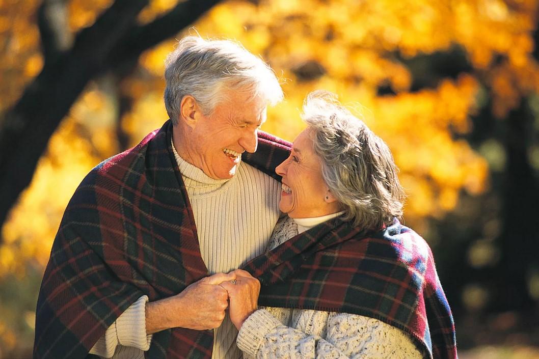 Поздравим бабушек и дедушек! Присылайте ваши рисунки, открытки, шедевры компьютерной графики на наш конкурс ко Дню пожилых людей
